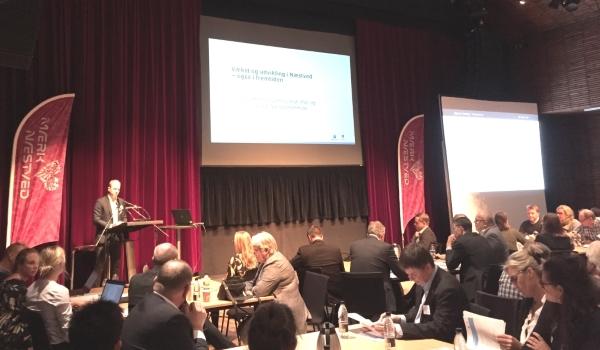 Formand for Plan- og Erhvervsudvalget Daniel Lillerøi holder oplæg om vækst og udvikling i Næstved.